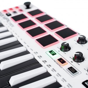 akai-mini-mkii-white-11