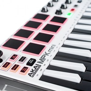 akai-mini-mkii-white-12